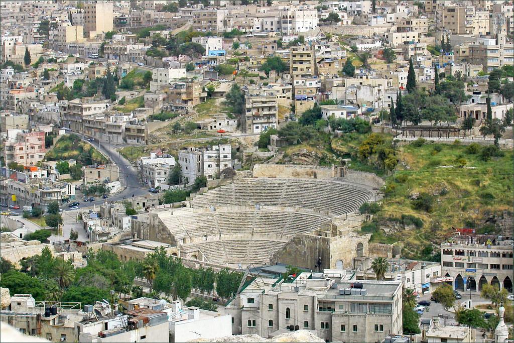 """""""Le théâtre romain et la ville basse d'Amman (Jordanie)"""" by dalbera is licensed under CC BY 2.0"""